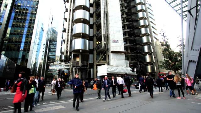 Bewegung von Geschäftsleuten in Büro Gebäude zone, London, England