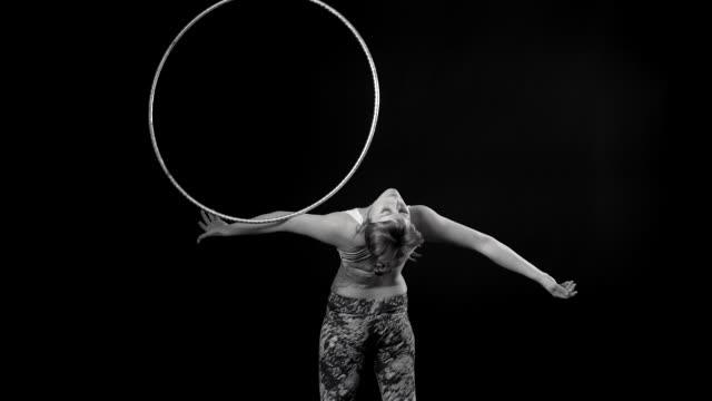 movements with hoops - sportbehå bildbanksvideor och videomaterial från bakom kulisserna