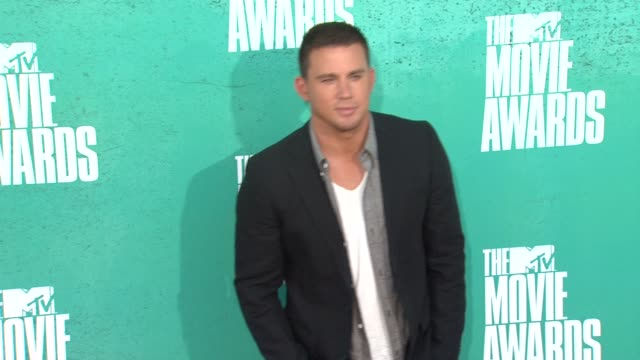 movie awards event capsule clean: 2012 mtv movie awards - arriv at gibson amphitheatre on june 03, 2012 in universal city, ca - gibson amphitheatre stock-videos und b-roll-filmmaterial