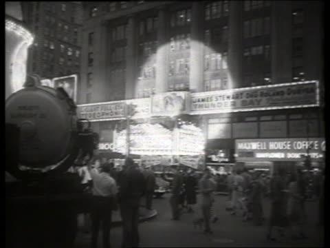 """movie premiere of """"thunder bay"""" / no sound - 1954 bildbanksvideor och videomaterial från bakom kulisserna"""