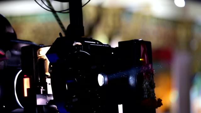 vídeos de stock, filmes e b-roll de projetor de cinema - apresentação de filme