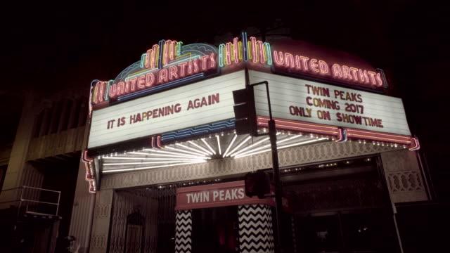 movie theater entrance - twin peaks - västerländsk text bildbanksvideor och videomaterial från bakom kulisserna