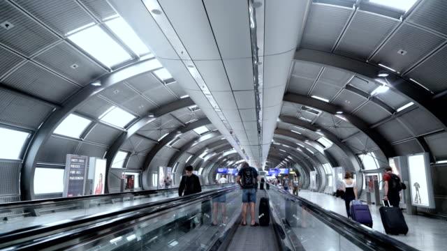 在法蘭克福,德國的移動機場扶梯。 - 行人路 個影片檔及 b 捲影像