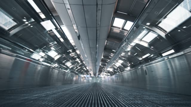 moving airport escalator - stazione della metropolitana video stock e b–roll