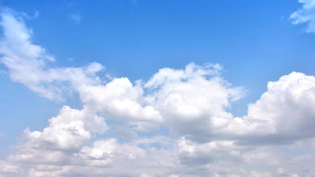 bewegende wolke zeitraffer - ewigkeit stock-videos und b-roll-filmmaterial