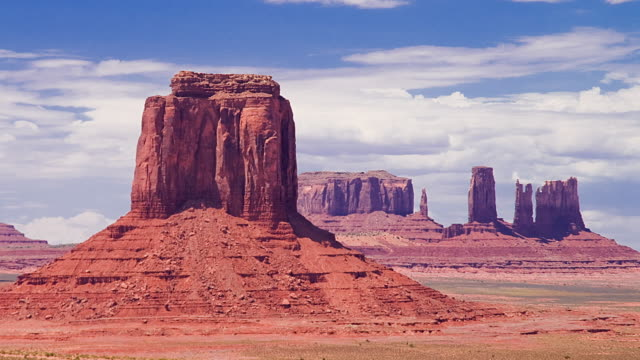 ws zo t/l moving clouds over mesas in landscape / monument valley, utah, usa - monument valley stock videos & royalty-free footage