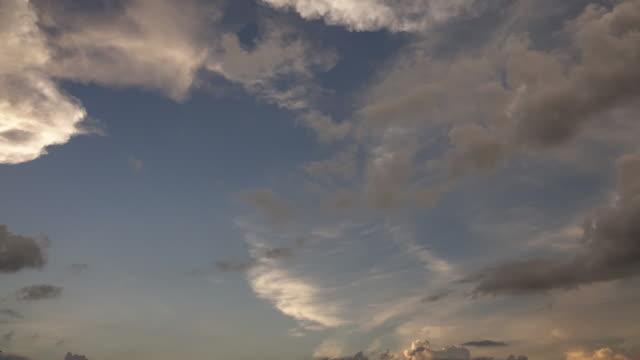 Timelapse des nuages en mouvement
