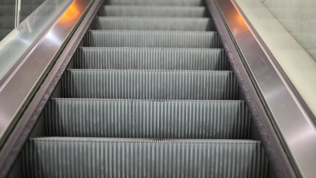 moving escalator - leben in der stadt stock videos & royalty-free footage