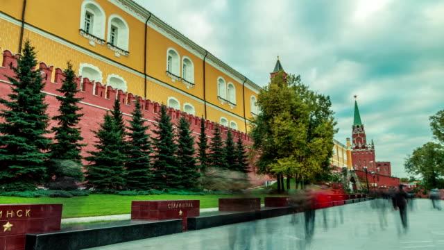 vídeos de stock, filmes e b-roll de tl moving forward along the the kremlin red stone wall / russia, moscow - ponto de vista de câmera