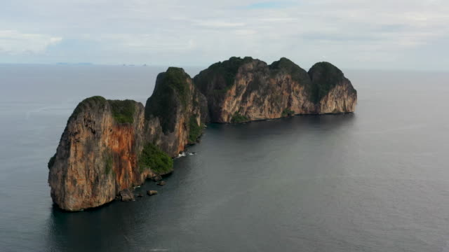 moving forward drone shot of phi phi le, phi phi islands, thailand - phi phi le stock videos & royalty-free footage