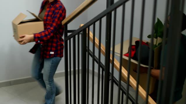 moving in together - città universitaria video stock e b–roll