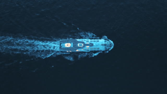 moving motorboat on the sea at night - 船点の映像素材/bロール
