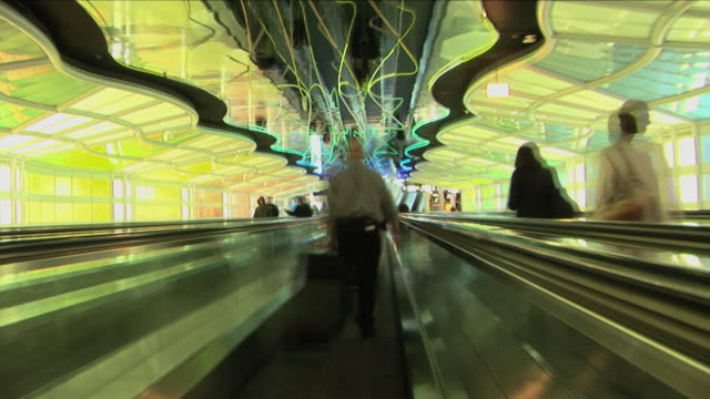 t/l, pov, moving on pedestrian walkway, chicago o'hare airport, illinois, usa - o'hare airport stock videos & royalty-free footage