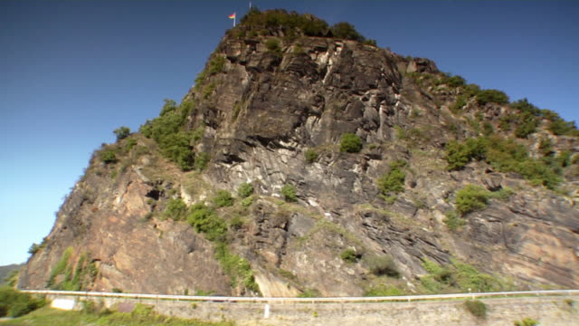 side pov, moving on river rhine along loreley, germany - rhein stock-videos und b-roll-filmmaterial