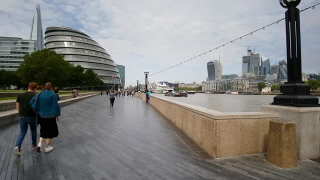 moving on the queen's walk in london south bank - town hall stock videos & royalty-free footage