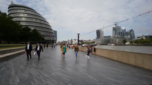 moving on the queen's walk in london south bank - shard london bridge stock videos & royalty-free footage