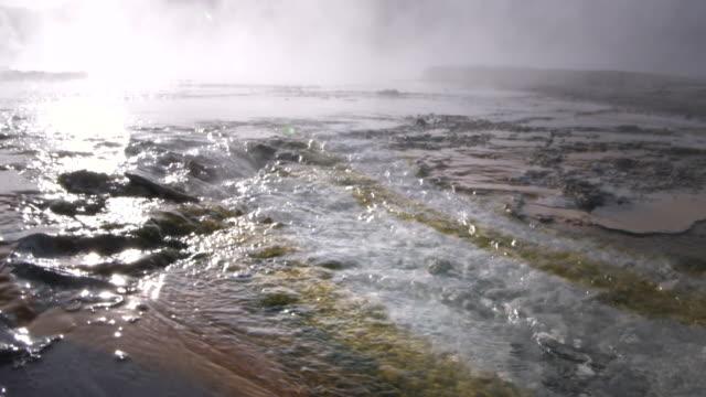vídeos y material grabado en eventos de stock de pov moving over hot springs at yellowstone caldera, yellowstone national park, wyoming, usa - caldera cráter
