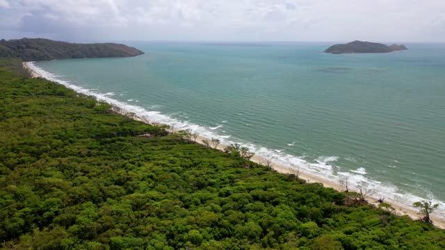 vídeos de stock e filmes b-roll de moving over tropical forest towards beach coastline, island and sea - island