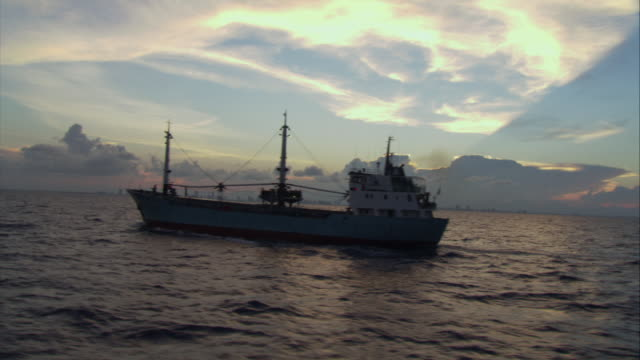 stockvideo's en b-roll-footage met ws ts moving past large taker on ocean  - horizon over water