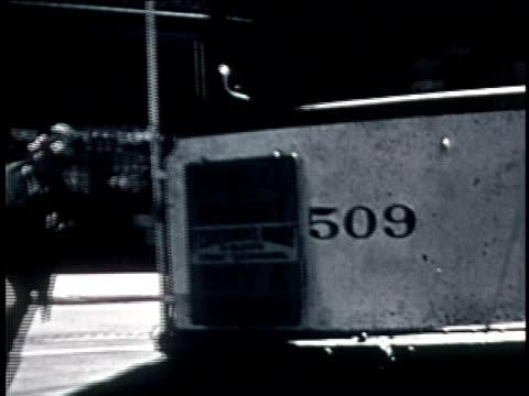 vídeos de stock, filmes e b-roll de moving shot off back of trolley car going up a hilly street - ponto de vista de bonde