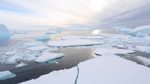 vídeos y material grabado en eventos de stock de moving slowly forward ice breaking, view from the bow of a ship - antarctica