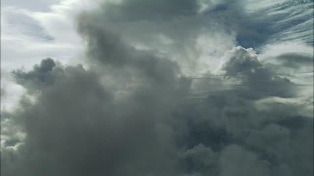 pov, moving through grey clouds - bretagna video stock e b–roll