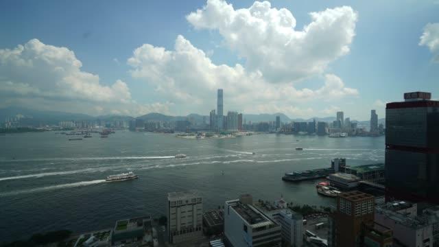 vídeos de stock, filmes e b-roll de moving time-lapse of victoria harbour, hong kong. - kowloon