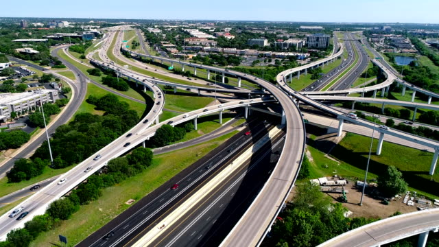 moving towards interchange overpass highway turnaround turning seeing all of the austin , texas transportation system - autostrada interstatale americana video stock e b–roll