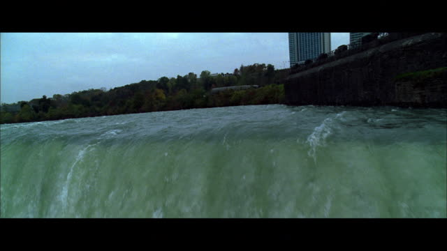 cs moving upstream from horseshoe falls / niagara falls, ontario, canada - fluss niagara river stock-videos und b-roll-filmmaterial