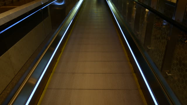moving walkway in modern airport for people transportation, 4k resolution. - pedestrian walkway stock videos & royalty-free footage