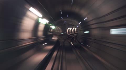 vídeos y material grabado en eventos de stock de movingstill_traintracks_cph - metro transporte