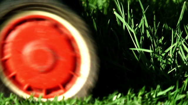 Mowing the Lawns - Close (HD)