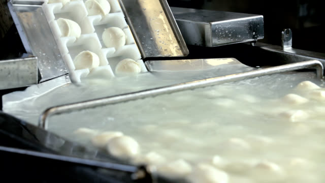 mozzarella - milchprodukte stock-videos und b-roll-filmmaterial