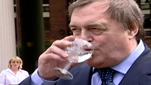 mps back bid to exempt them fro freedom of information laws exact john prescott mp drinking glass of water wipe to police searching birmingham city... - ジョン プレスコット点の映像素材/bロール