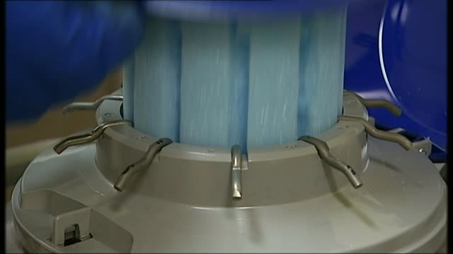 mps debate level of ivf services offered by nhs r08080806 / member of staff in fertility clinic removing lid from container metal holder with test... - reagenzglas stock-videos und b-roll-filmmaterial