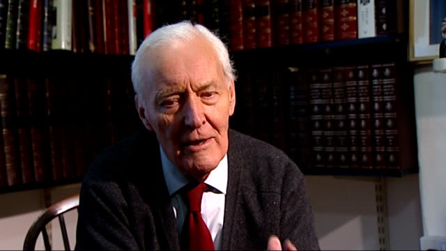 labour mp faces suspension over mortgage allegations; int tony benn interview sot - トニー ベン点の映像素材/bロール