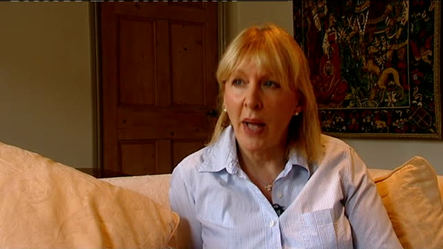 mackay face constituents / suicide fear london int nadine dorries mp interview sot it is like a witch hunt and some people just can't take that - itv news at ten bildbanksvideor och videomaterial från bakom kulisserna