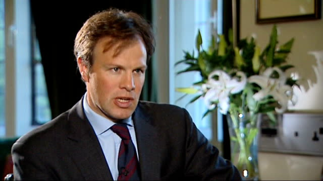mps' expenses row speaker martin to resign westminster asks is he happy with andrew mackay and julie kirkbride david cameron mp interview sot going... - politische gruppe stock-videos und b-roll-filmmaterial