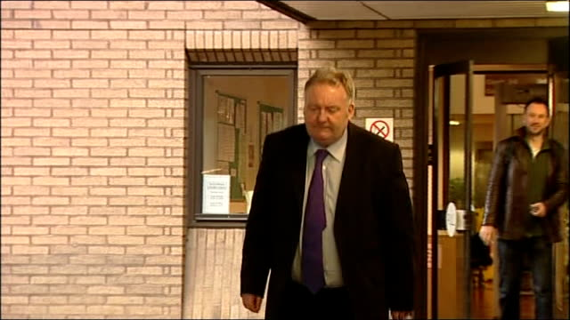 vidéos et rushes de mps' expenses scandal jim devine trial southwark crown court ext devine out from building along and away with solicitor - scandale politique