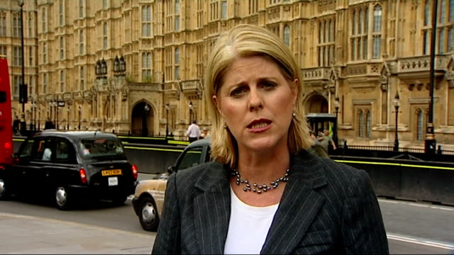 mps' expenses scandal julie kirkbride and margaret moran to step down london reporter to camera - parlamentsmitglied stock-videos und b-roll-filmmaterial