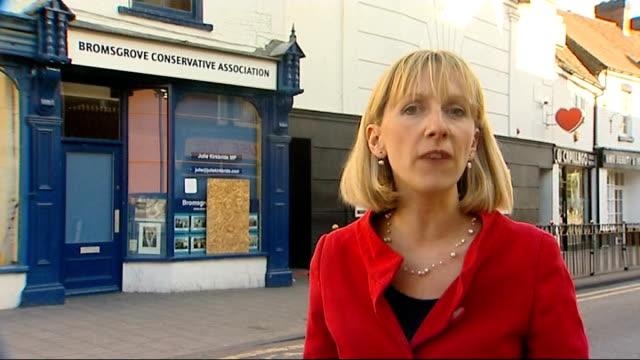 mps' expenses scandal: julie kirkbride revelations; worcestershire: bromsgrove: reporter to camera - parlamentsledamot bildbanksvideor och videomaterial från bakom kulisserna