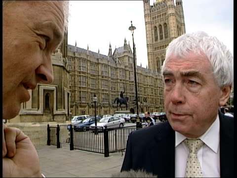 mps pension improvements row itn john grogan mp admits to being an mp sot as jon snow questions him as he rushes past to houses of parliament jon... - knaresborough stock videos & royalty-free footage