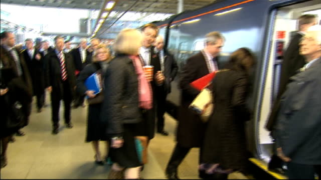 stockvideo's en b-roll-footage met mps travel to olympic park for cabinet meeting st pancras departures / stratford arrivals england london st pancras international station int south... - william hague