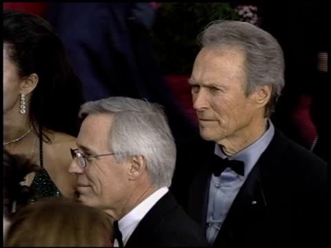 vidéos et rushes de mrs eastwood at the 2004 academy awards arrivals at the kodak theatre in hollywood, california on february 29, 2004. - 76e cérémonie des oscars