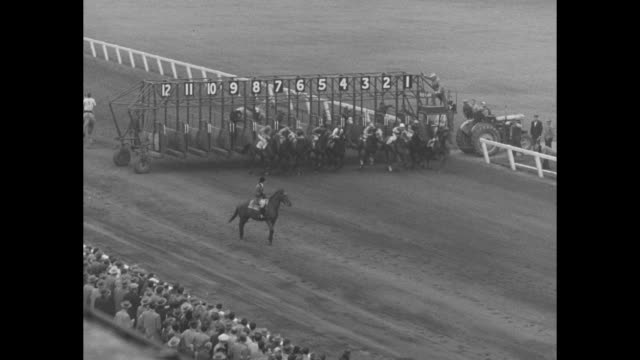 mrs. g. mcmacken's hands hold cup and saucer trophy at the cup and saucer stakes at long branch racetrack in toronto / empty racetrack and crowds in... - 馬勒点の映像素材/bロール