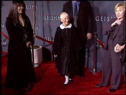 mrs spielberg at the memiors of a geisha premiere at the kodak theatre in hollywood, california on december 4, 2005. - the kodak theatre bildbanksvideor och videomaterial från bakom kulisserna