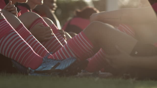 MS_Womens rugby team doing a combined sit-up & running exercise