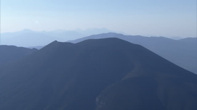 aerial, mt asama, gunma and nagano, japan - physiologie stock-videos und b-roll-filmmaterial