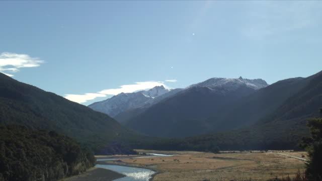 ms ws zi mt aspiring, mt aspiring national park, new zealand - new zealand stock-videos und b-roll-filmmaterial