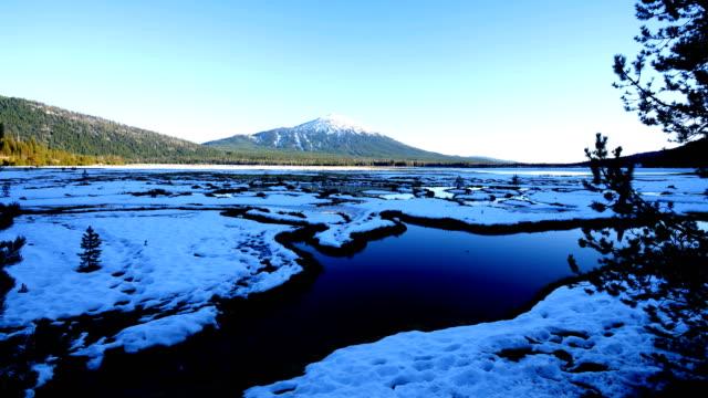 mt 学士号、オレゴン州 - オレゴン州クレーター湖点の映像素材/bロール